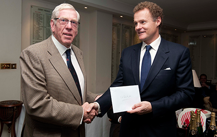 Lt.Col-John-Hunt-receives-the-Society%27s-%C2%A31%2C000-charity-donation-from-Lord-Rothermere.png